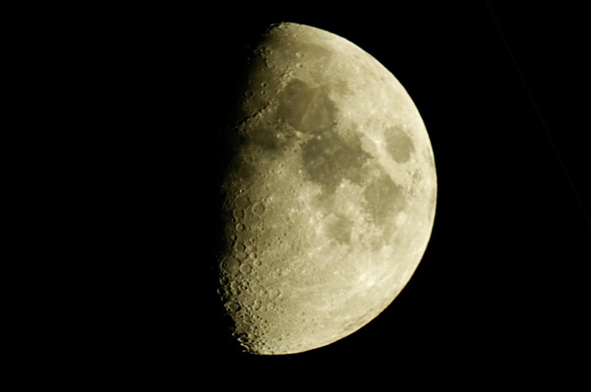 5. Oktober 2011 zunehmender Mond bei 64%