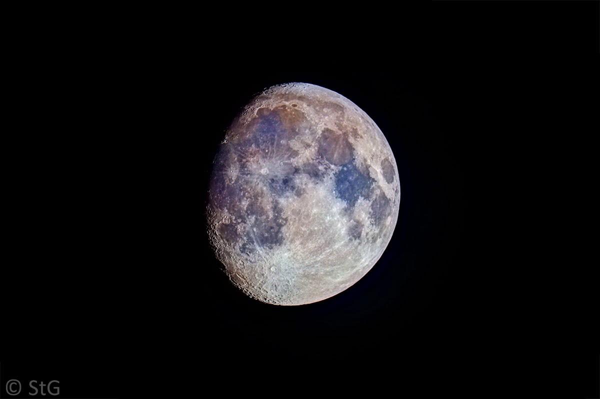 9. Juni 2014: zunehmender Mond bei 85,5 % in Farbe