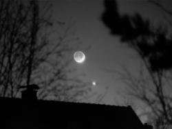 Mond jagt Venus
