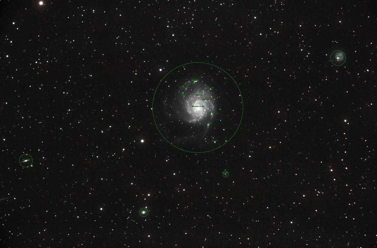M101 - Die Feuerradgalaxie (Beschriftet)