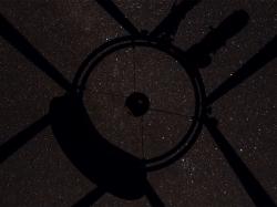 Teleskop-Blick: Doppelcluster im Gitterrohr